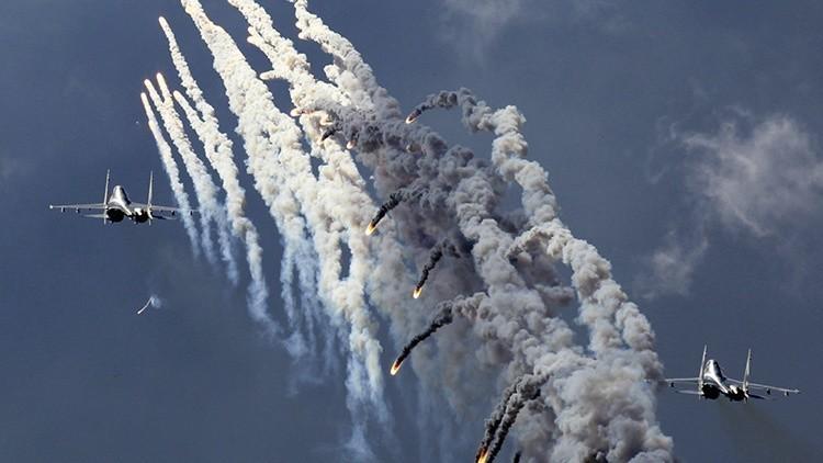 El cazabombardero ruso Su-30 entregado a Irak bombardea al Estado Islámico