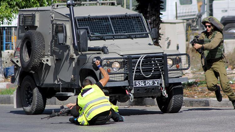 FUERTE VIDEO: Un palestino disfrazado de periodista es abatido tras apuñalar a un soldado israelí