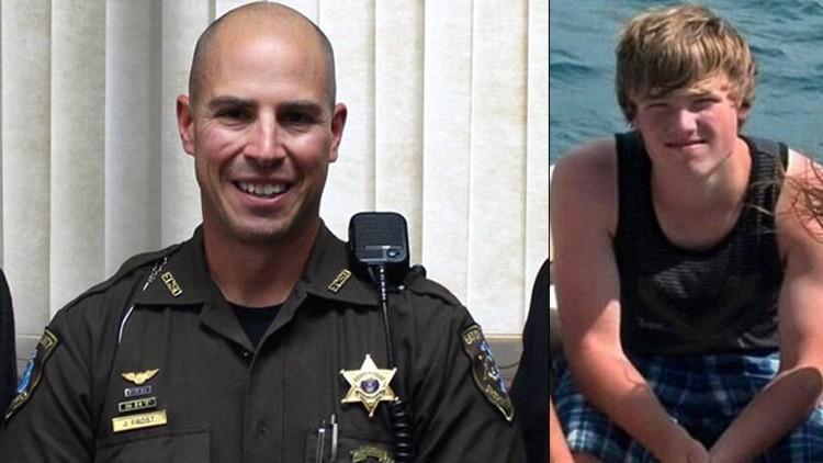 Fuertes imágenes: Un policía de tráfico estadounidense dispara 7 veces contra un menor desarmado