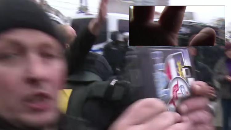 Nacionalistas alemanes agreden a un camarógrafo de la agencia Ruptly (Video)