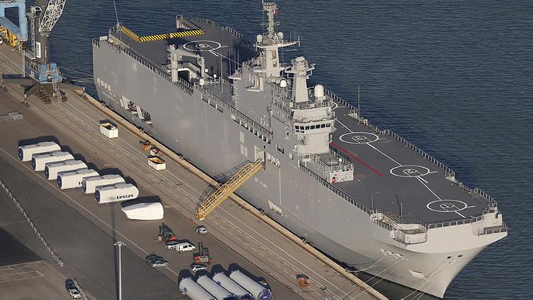 El portahelicópteros de clase Mistral Vladivostok, construido para Rusia en el puerto de Montoir-de-Bretagne, cerca de la comuna de Saint Nazaire, en el oeste de Francia.