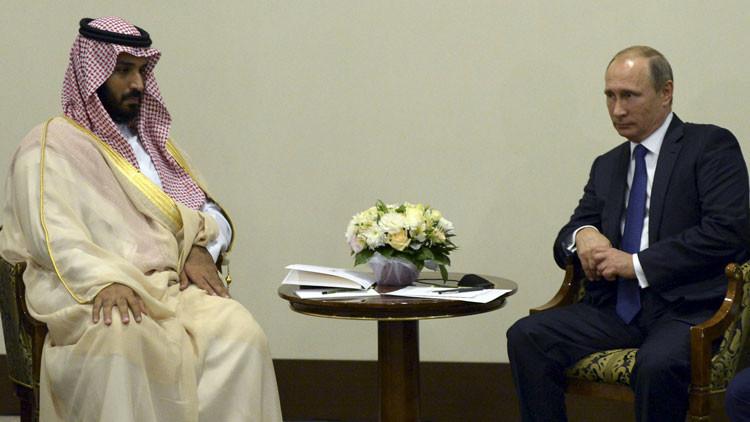 El presidente ruso, Vladímir Putin, se reúne con el ministro de Defensa de Arabia Saudita, Mohammed bin Salman, en Sochi (Rusia)