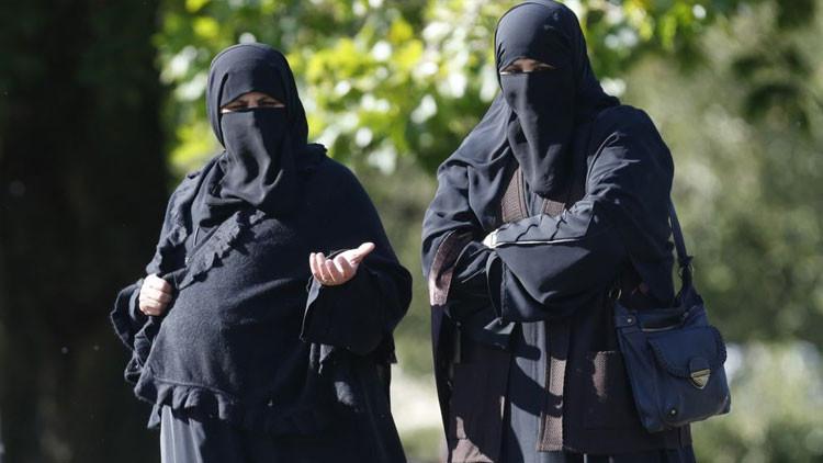 """Una londinense insulta a unas musulmanas en un bus: """"¡Volved a vuestro país, perras del EI!"""""""