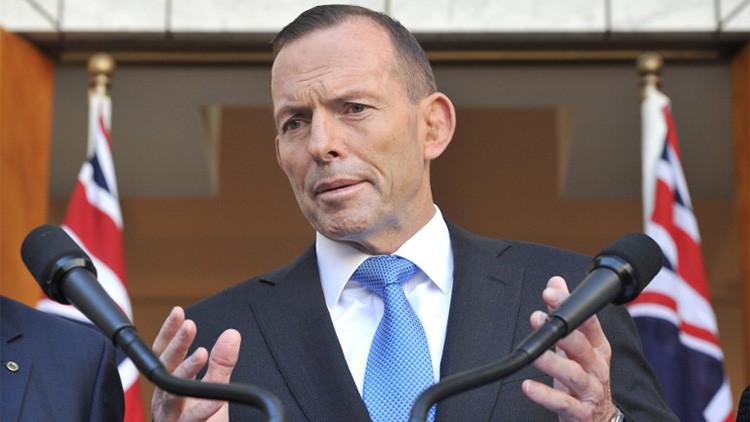 Australia: Tony Abbott rompe una mesa de mármol tras perder el poder