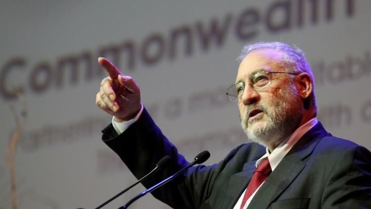 El economista estadounidense Joseph Stiglitz da un discurso en el Foro Empresarial de la Commonwealth en Puerto España en 2009.