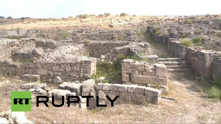 Video: La impresionante ciudad antigua de Ugarit en Siria liberada del Estado Islámico
