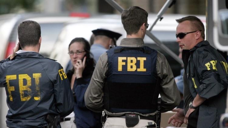 Agentes del FBI trabajan en el lugar de crimen en Seattle, EE.UU.