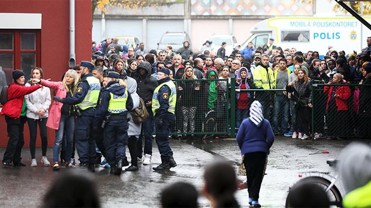 La Policía sueca acordona el área tras el ataque en una escuela que dejó dos muertos y tres heridos el 22 de octubre de 2015.