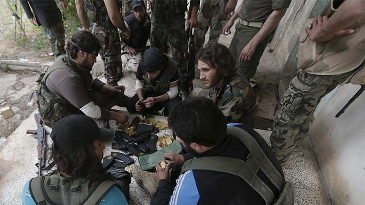 Morir matando: los terroristas de EI ejecutan a la población local en su retirada