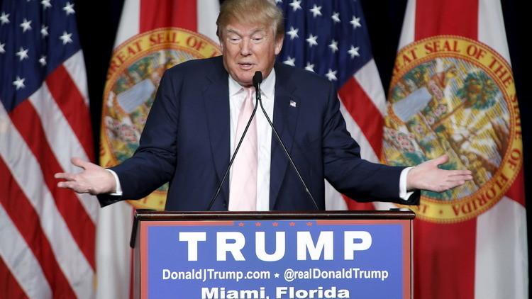 Inmigrantes irrumpen en un evento de Donald Trump e interrumpen su discurso