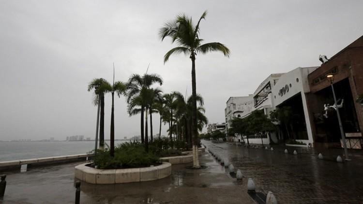 Minuto a minuto: El temible huracán Patricia toca tierra en México