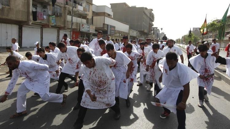 Fuertes imágenes: Latigazos y sangre en la polémica fiesta chiíta de la Ashura