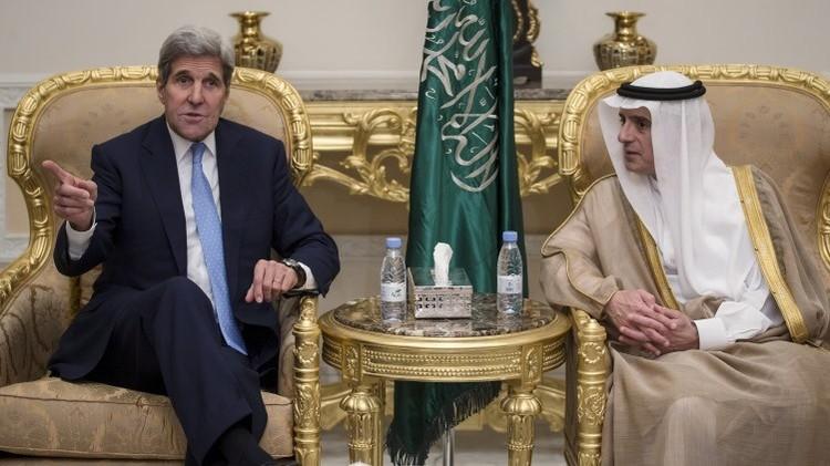El secretario de Estado de EE.UU. John Kerry y el ministro de Exteriores de Arabia Saudita, Adel al-Jubeir en Riad, 24 de octubre de 2015.