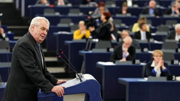 """Presidente checo: """"Los refugiados utilizan a los niños para generar compasión"""""""