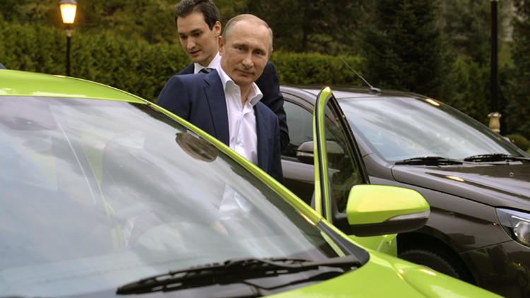 Video: Putin prueba el nuevo modelo de auto ruso Lada Vesta
