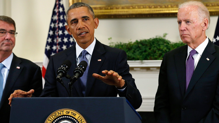 Barack Obama, rodeado del jefe del Pentágono, Ashton Carter, y su vicepresidente, Joseph Biden