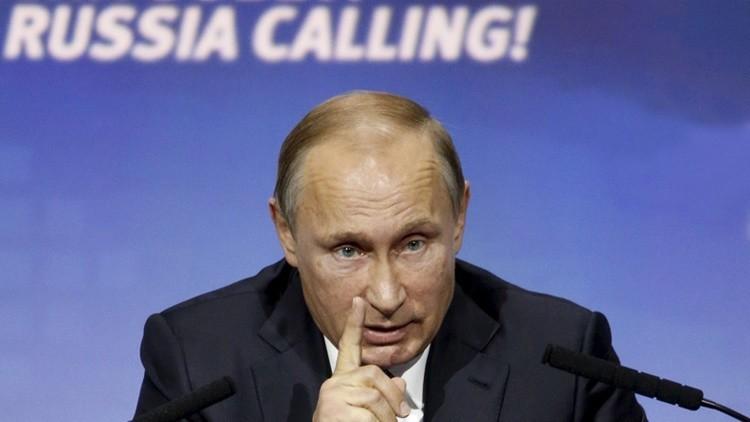 Putin ordena expulsar a dólar del comercio interno en Rusia