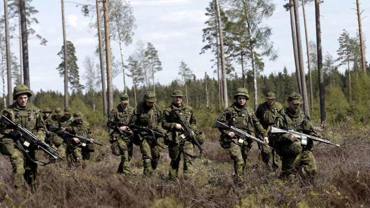 La OTAN considera incrementar el número de tropas en la frontera con Rusia