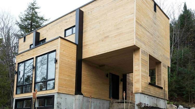 Una mujer de Canadá se construye una gran casa con cuatro contenedores de metal (FOTOS)