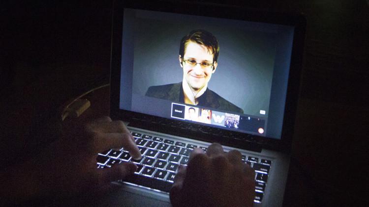 El Europarlamento adopta una resolución que llama a los Gobiernos de la UE a no perseguir a Snowden
