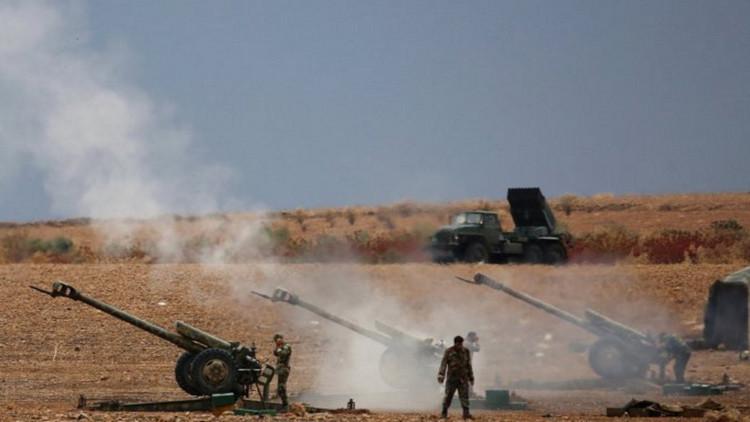Liberando la estratégica Hama: el Ejército sirio bombardea a los terroristas con cohetes Grad
