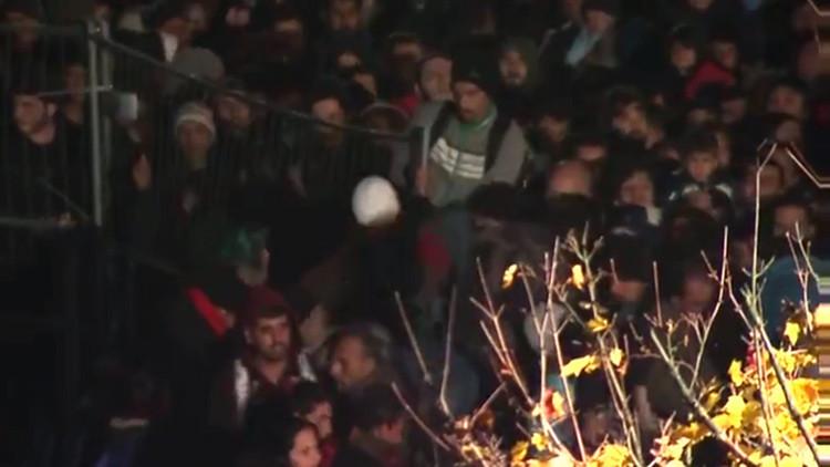 Miles de refugiados 'asaltan' la frontera de Austria