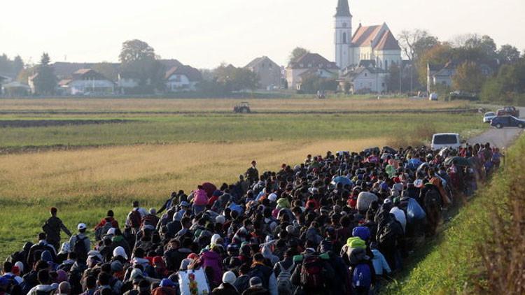 """Ministro de Exteriores griego: """"Nueva ola de 300.000 refugiados se dirige a Europa"""""""