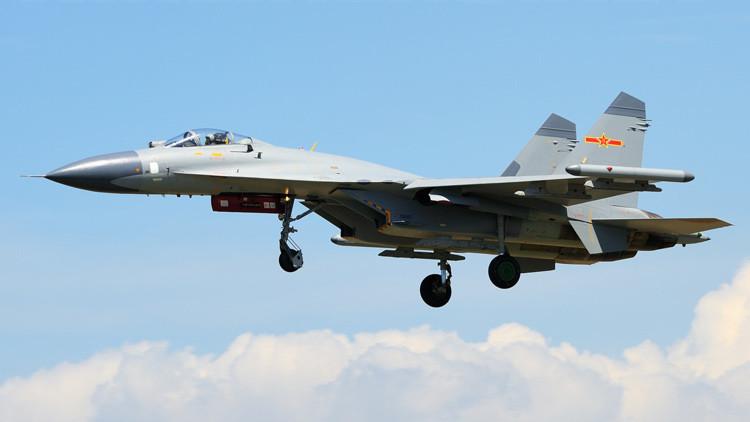 Pekín envía cazas J-11B a las islas en disputa en el mar de la China Meridional