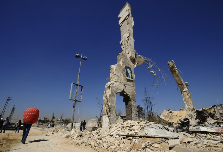 Una estructura dañada en la entrada del barrio de al-Dukhaneya cerca de Damasco.