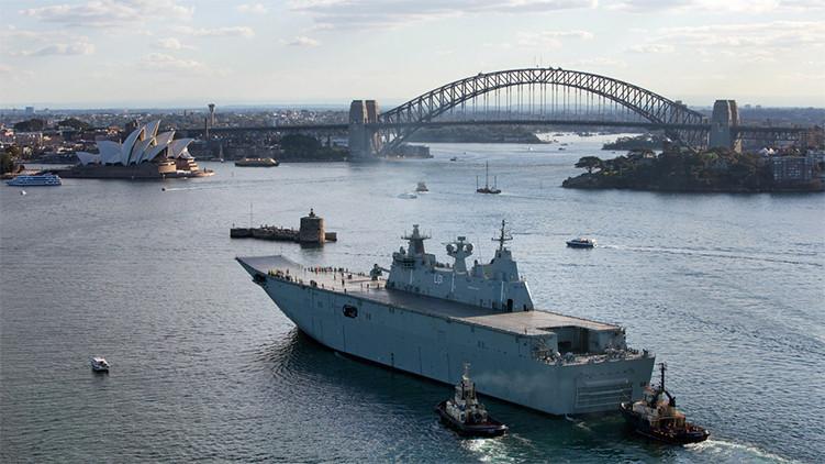 El portahelicópteros de la Armada australiana Canberra