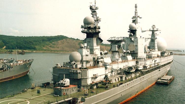 Monstruosa nave de inteligencia soviética Ural