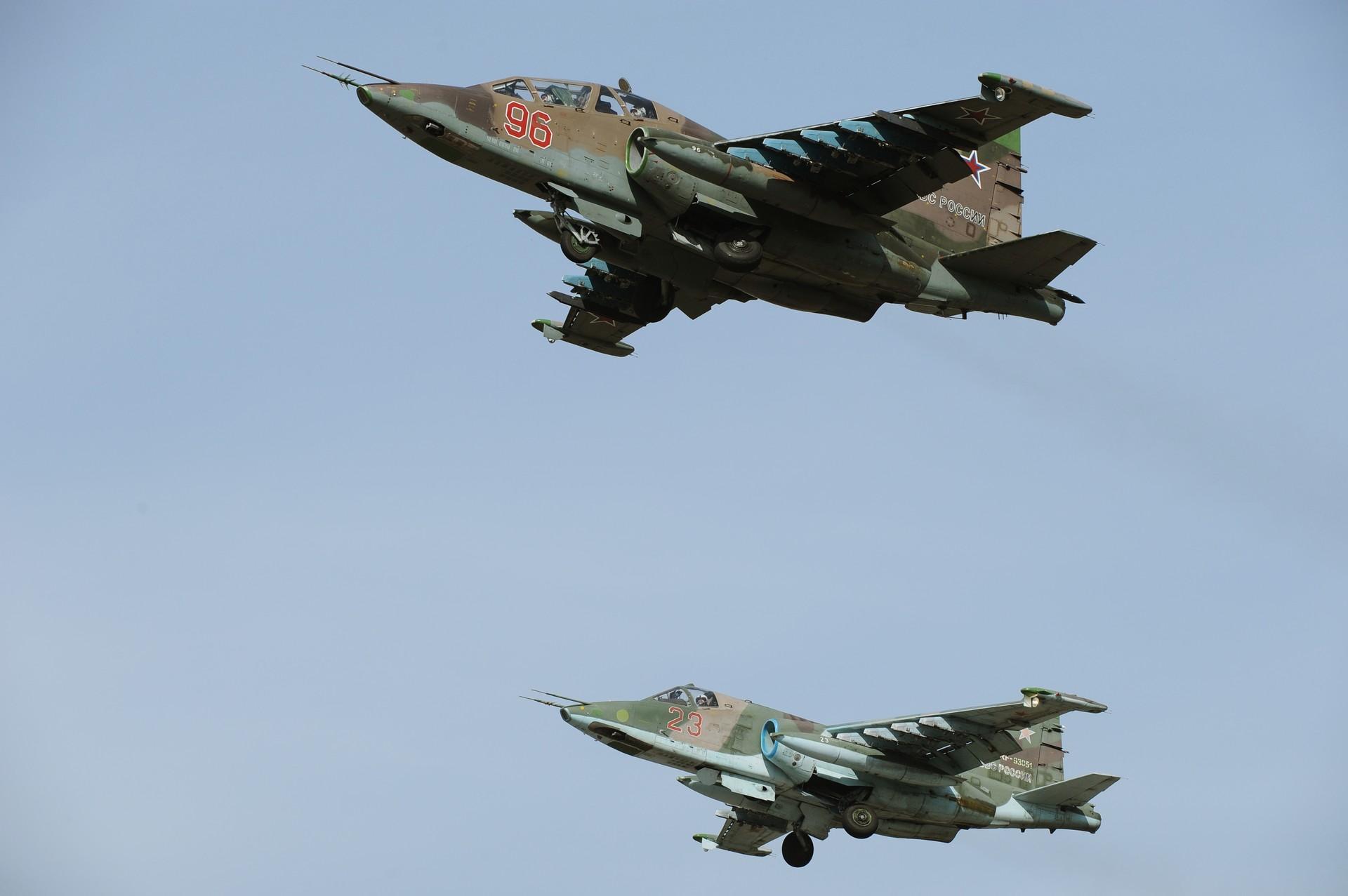 Los aviones de ataque Su-25SM