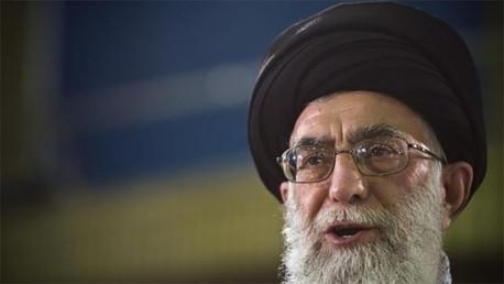 El líder supremo ayatolá de Irán, Ali Jamenei habla en vivo por televisión después de depositar su voto en la elección presidencial iraní en Teherán