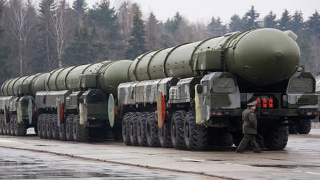 Sistemas terrestres móviles de misiles Tópol