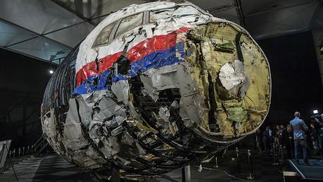 Restos reconstruidos del MH17 mostrados durante la presentación del informe final en Países Bajos