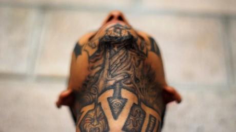 Miembro encarcelado de la pandilla callejera Mara 18 en la cárcel de Izalco, El Salvador, 20 de mayo 2013.