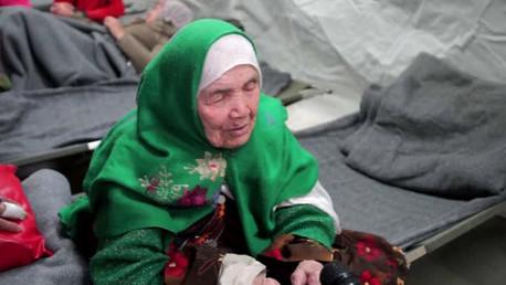 La refugiada afgana Bibihal Uzbeki, de 105 años de edad.