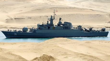 Un buque de guerra iraní en el canal de Suez