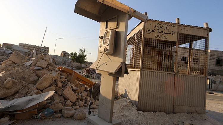 Video: Rebeldes sirios utilizan jaulas con prisioneros como escudo para proteger sus posiciones