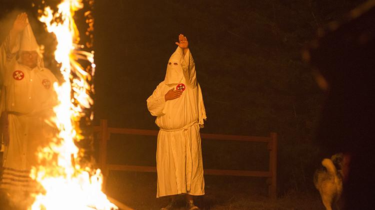 Anonymous identifica senadores y alcaldes de EE.UU. como miembros del Ku Klux Klan