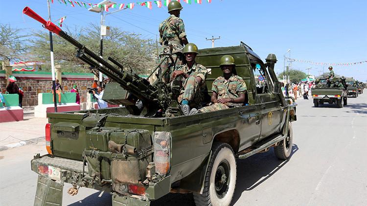 Islamistas somalíes atacan a estudiantes de las fuerzas especiales y matan al menos 30 personas