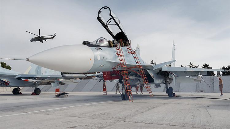 Preparación de un avión ruso en Siria antes de su despegue.
