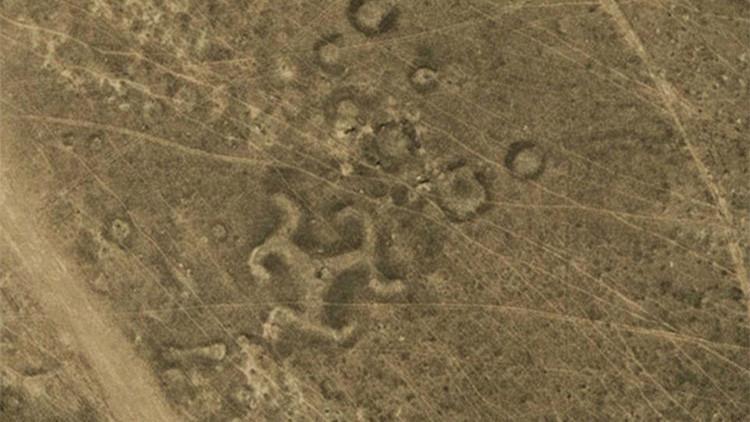 La NASA investigará el origen de una esvástica grabada en la estepa kazaja hace 8.000 años