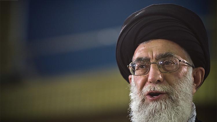 El ayatolá de Irán: El lema 'Muerte a Estados Unidos' se refiere a sus políticas y no a su pueblo
