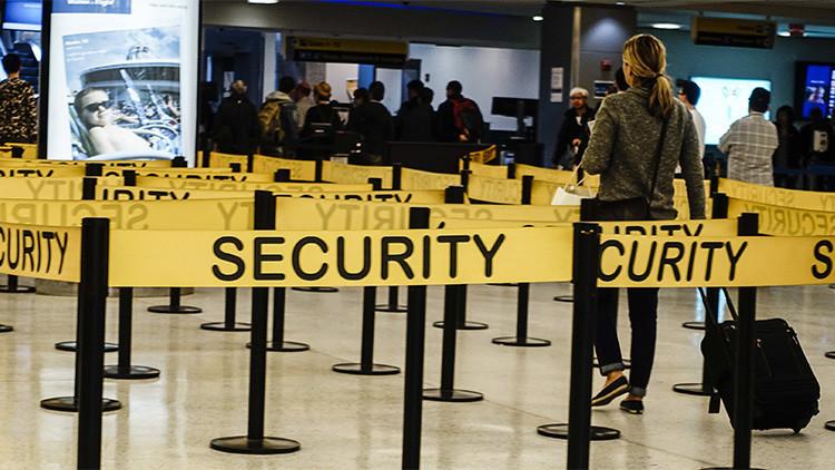 Pruebas en aeropuertos de EE.UU. muestran que se pueden pasar armas por los puntos de control