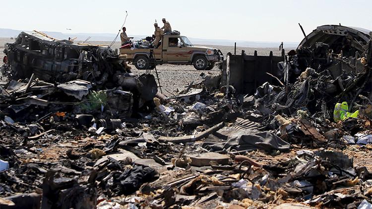 Escombros del avión A321 de la aerolínea rua Kogalymavia, siniestrado el 1 de noviembre en la península del Sinaí.