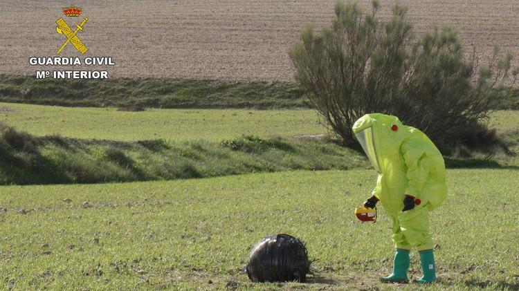 Descubren un extraño objeto esférico de posible origen aeroespacial en una zona rural de España