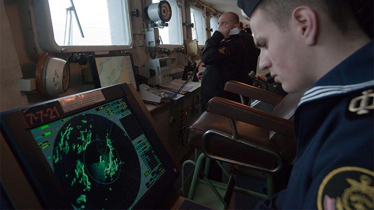 Video: Gran buque antisubmarino de la Flota rusa del Norte efectúa disparos y prueba su equipo