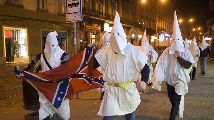Anonymous publica la lista de miembros del KKK, algunos vinculados con el FBI