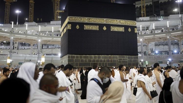 Revelan cómo limpian la Kaaba paso por paso (Video)